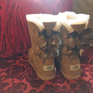 Brand new Ugg Bailey with bows